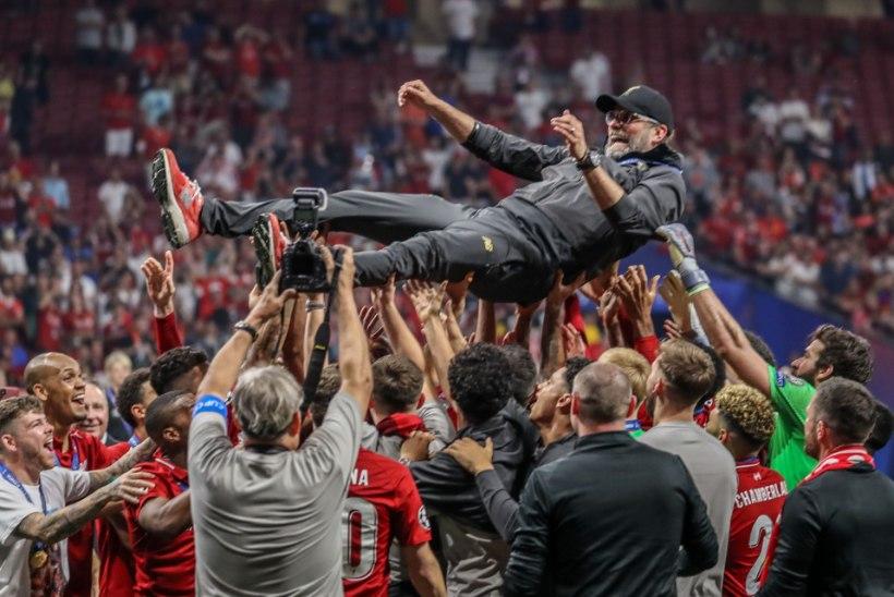 TWITTERI-MÖLL | Klopp laulis end veelgi suuremaks legendiks, Coutinho mälestuseks toimus leinaseisak