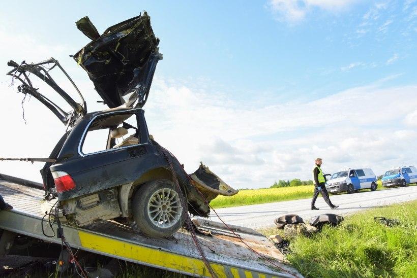 Страшное ДТП в Вильяндимаа: автомобиль разорвало пополам, погиб 23-летний водитель