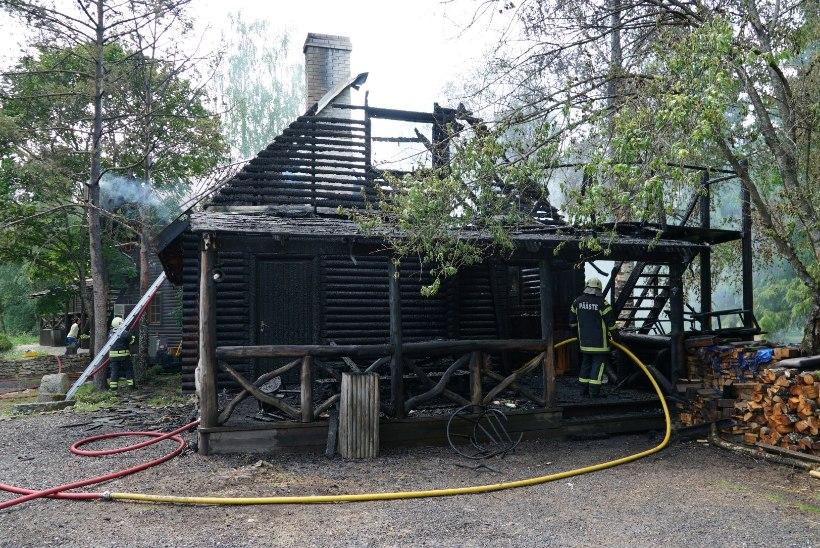GALERII   Puhkekeskuse saunamaja põleng ähvardas ka peamaja