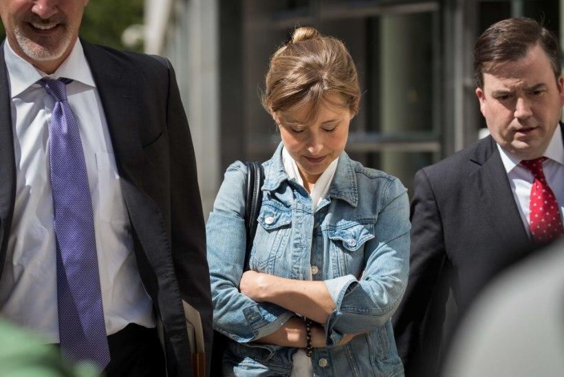 Eneseabirühmituse juht mõisteti süüdi seksiorjade pidamises