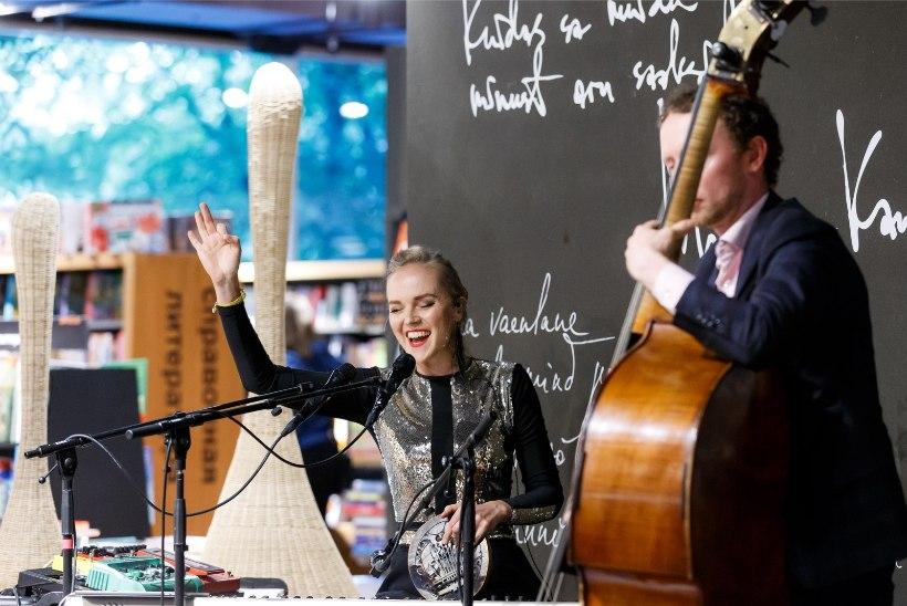 GALERII | Kadri Voorandi saunamajast sai stuudio: tõstsime klaveri kraanaga saunahüti teisele korrusele