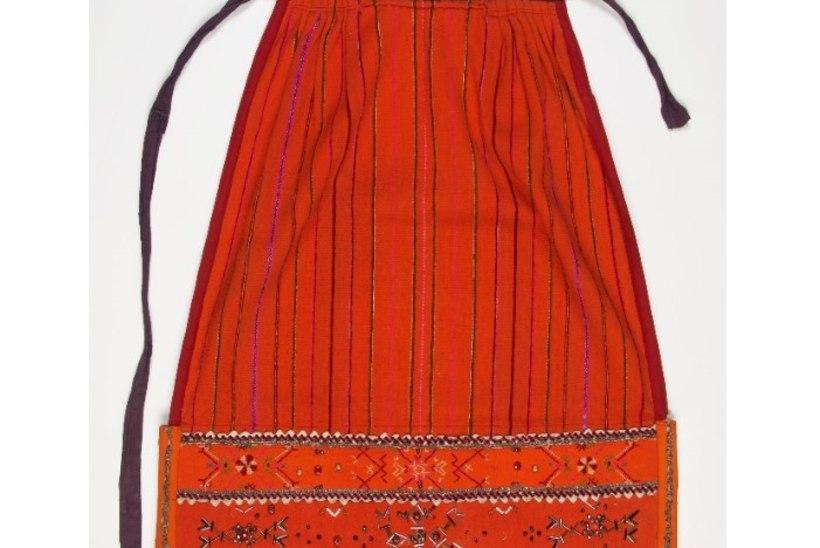 LAULU- JA TANTSUPIDU | Põllega rõivakomplekti kandmisel järgi vanu traditsioone!