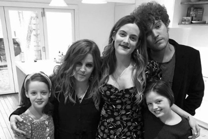 Lisa Marie Presley jagas armsat pilti oma neljast lapsest