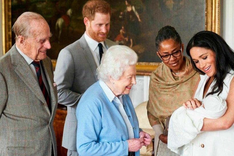Kuninganna Elizabeth II ei osale pisi-Archie ristimisel