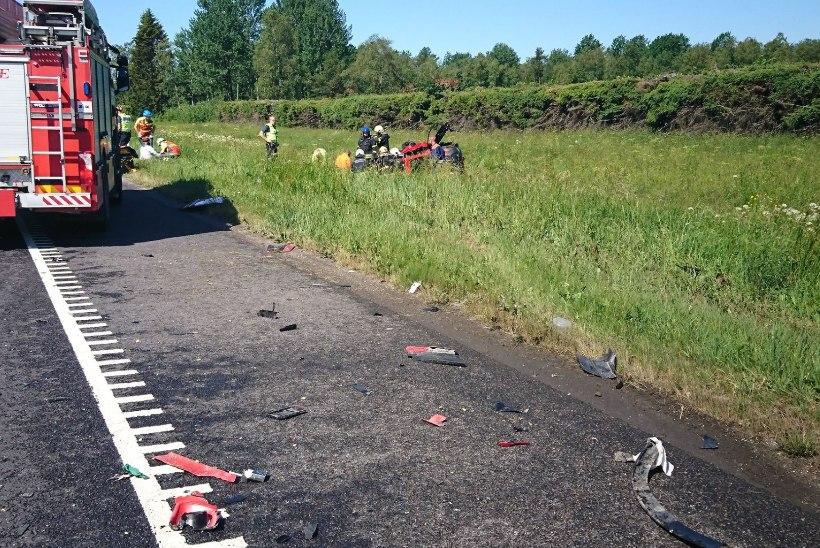 Pühade nädalavahetuse kurb algus: avariis sai viga kaks inimest