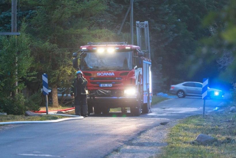 Tuletõrjujad päästsid Rakvere vallas põlevast korterist inimese