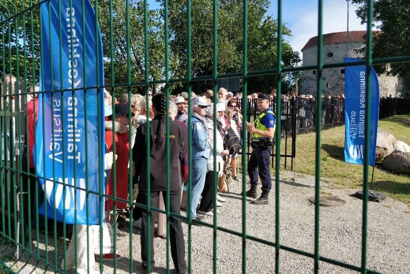 REPORTAAŽ | Säästujaanipidu pealinna avalikel jaanituledel – õlu on kallis, aga rahvas ikka purjus