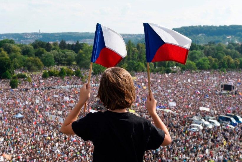 HIIGELMIITING: veerand miljonit tšehhi nõudis Prahas peaministri tagasiastumist
