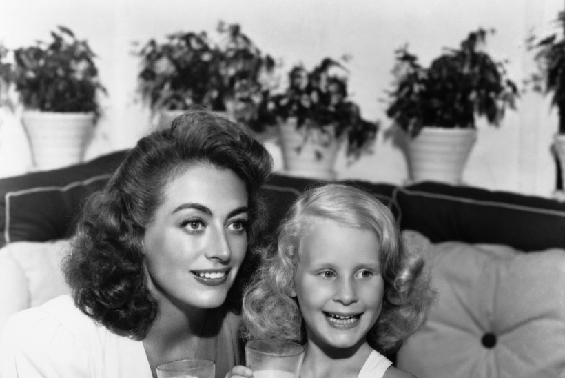 Joan Crawfordi tütar jagas oma lapsepõlvest veel hirmsamaid mälestusi