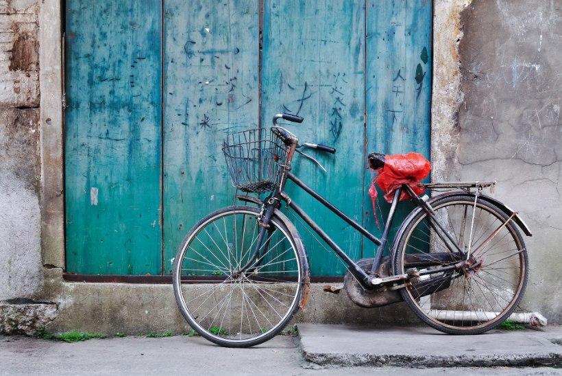 Kellad-viled-pakiraamid: milline lisavarustus on rattal kohustuslik, milline vaid ilu pärast?
