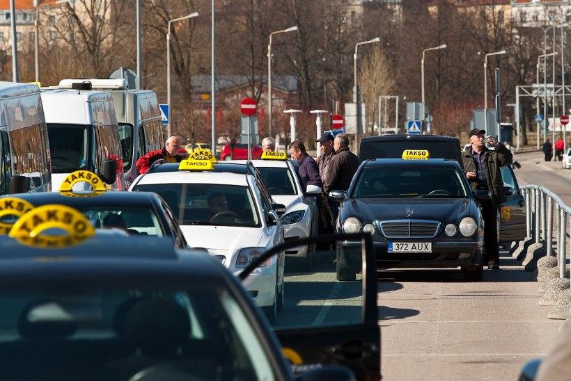 SÕIDA JA SÕIMA! Konfliktne taksojuht ei saagi kriminaalmenetluse tõttu sulge sappa