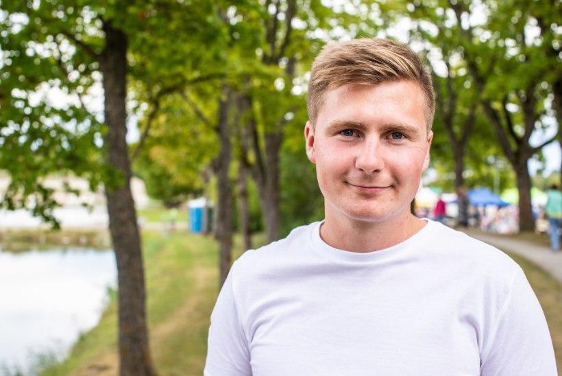 KOHTUMINE FÄNNIGA   Uudo Sepp: kõik tahavad minuga millegipärast Saaremaal kohtuda