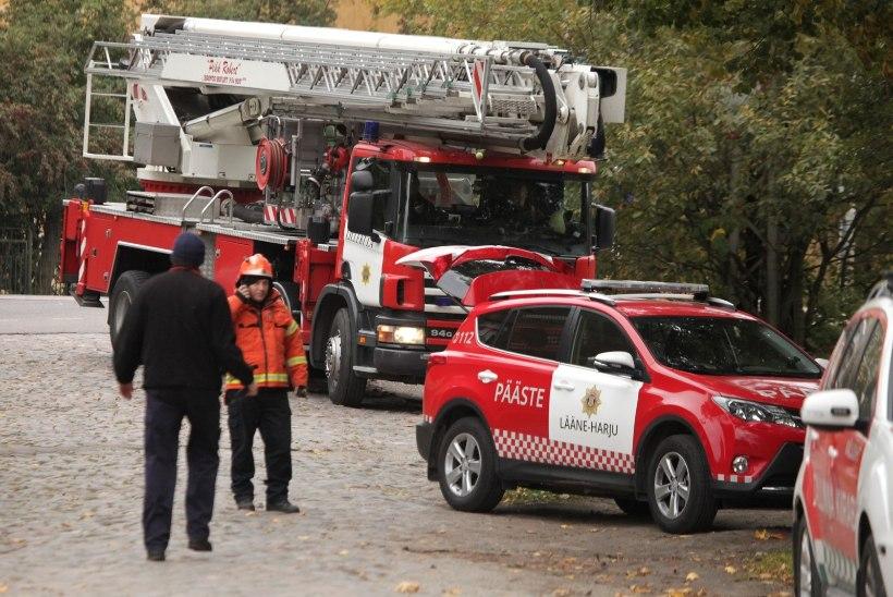 ÖINE PÕLENG: Kohtla-Järvel evakueeriti kortermaja elanikud