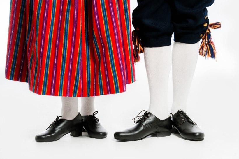 TANTSUPIDU | Vaata, milliseid jalanõusid on sobilik kanda rahvarõivastega