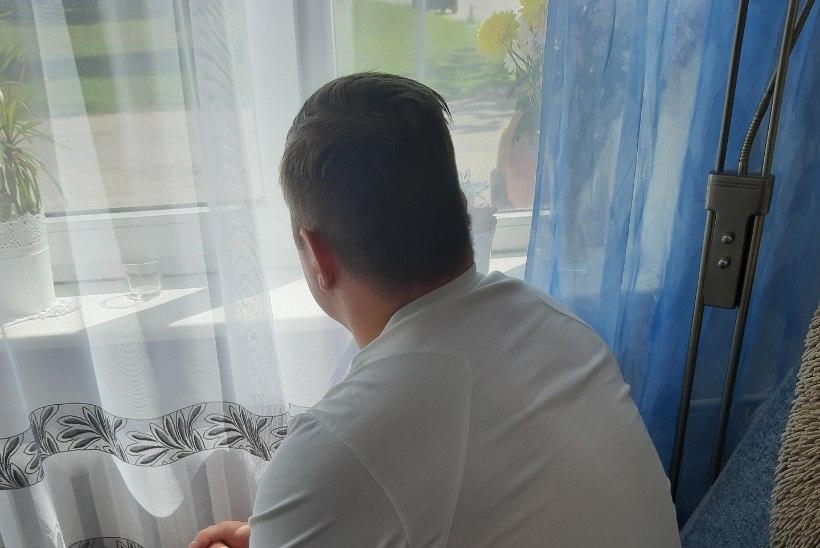 Jalavõruga vabastatud mees ägab murekoorma all: ei lasta särki ostma, juuksurisse ega ema hauale