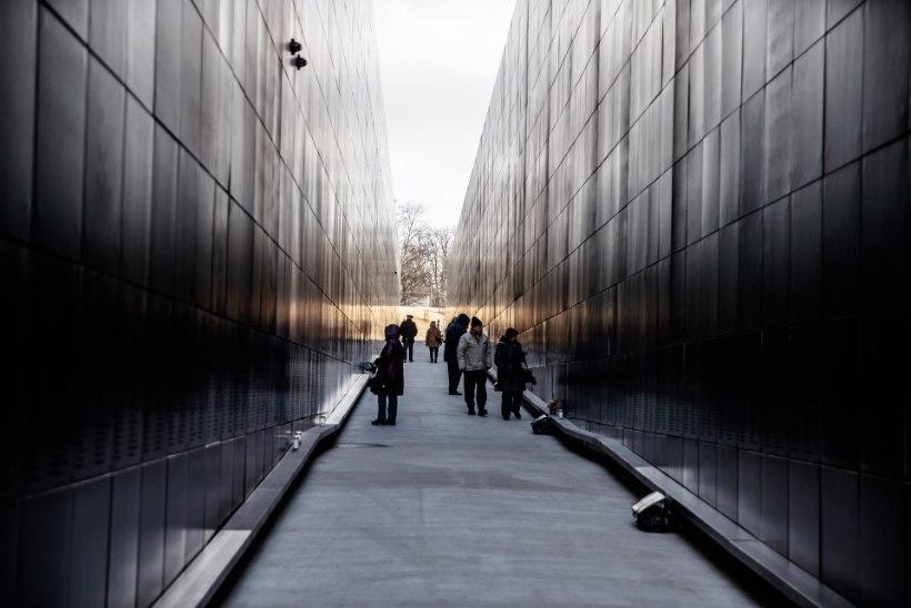 Laste kahjustatud kommunismiohvrite memoriaali hakatakse parandama