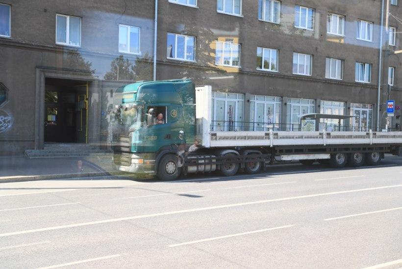 GALERII | Pärnu maanteel filmiti Nolani uut filmi, kohal oli ka Robert Pattinson
