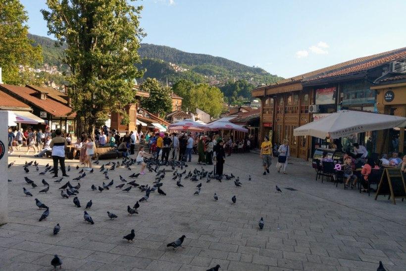 AUTOGA BALKANI POOLT 8 | Manona Paris: vaimude tund serblaste roosiaias ja Sarajevo seedimine