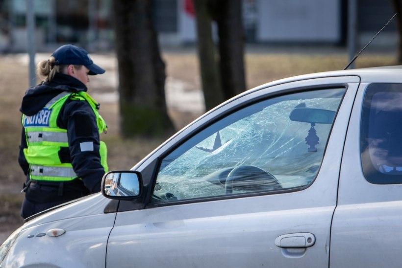 Alaealine, joobes ja lubadeta juht tekitas Võrumaal liiklusõnnetuse