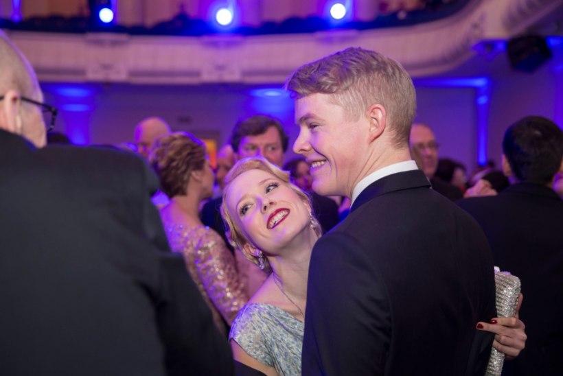 FOTOD | Hõissa! Saara Kadak ja Märt Pius pidasid pulmapidu!