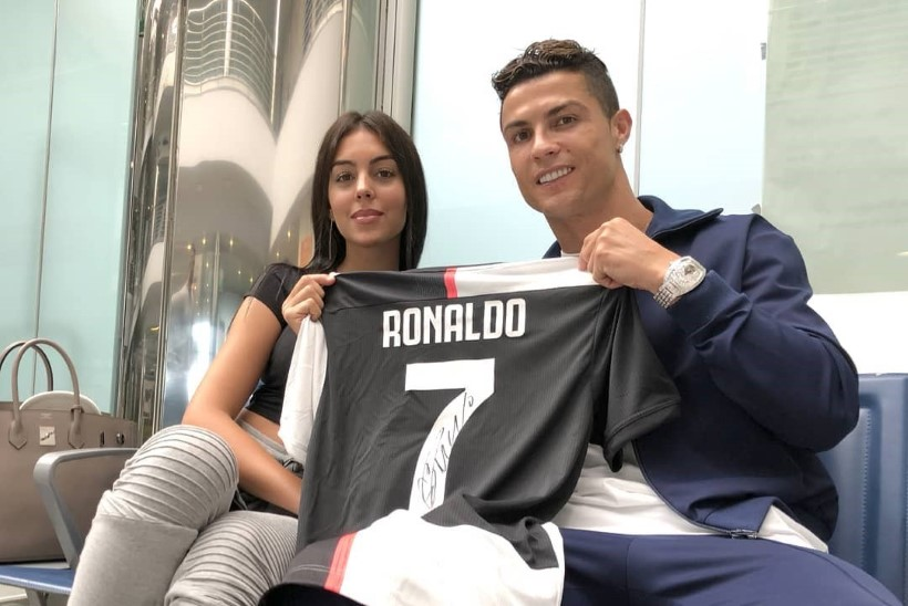 SULAV FOTO! Cristiano Ronaldo pruut õrritas fänne topless pildiga