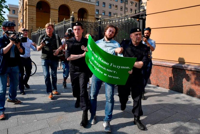 Vene ajakirjanik: politsei sokutas mu kotti narkootikume!