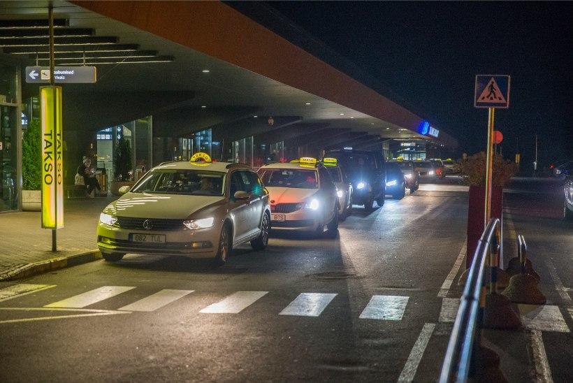 Joobes mees vandaalitses Tallinna lennujaamas üheksa takso kallal