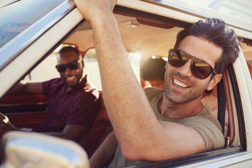 Optometrist: autot juhtides tasub eelistada polariseeritud klaasidega päikeseprille