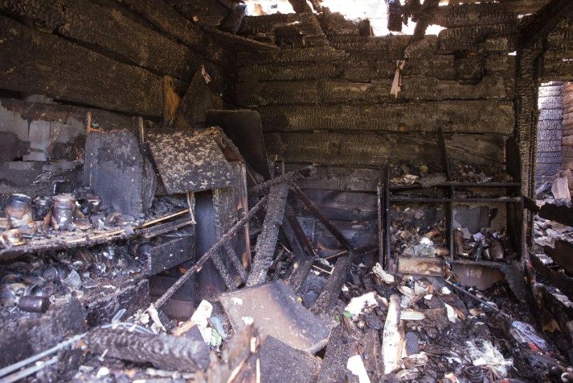 """KOHUTAV TAPATÖÖ: 16aastane noormees põletati majja sisse. Naabertalu perenaine: """"Küllap tema sõbrad need süütajad olidki."""""""