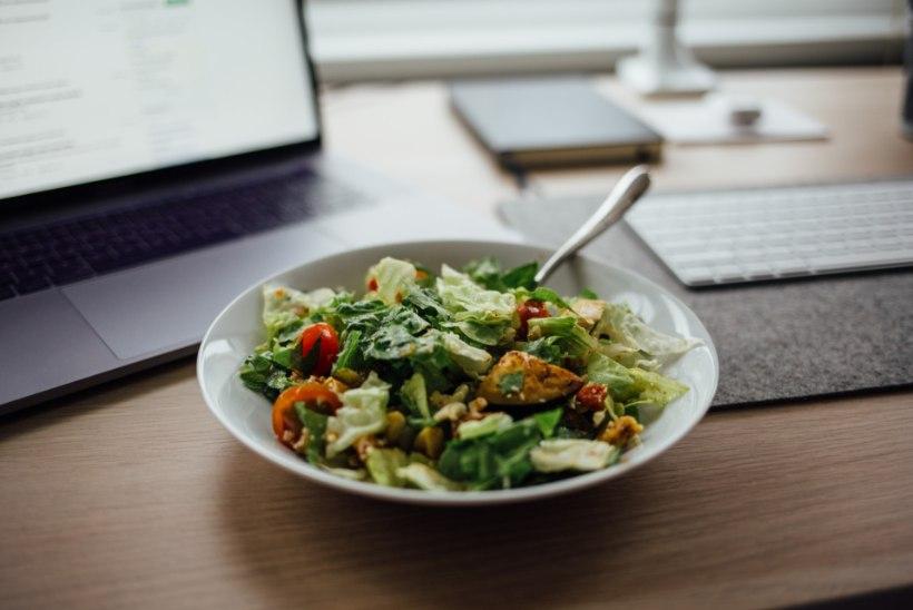 10 toitu, mida ei tohiks söömiseks kontorisse kaasa võtta