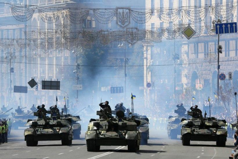 Zelenskõi jätab ära iseseisvuspäeva paraadi Kiievis ja maksab sõjaväelastele preemiat