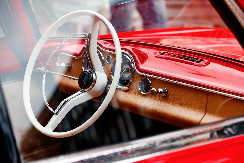 GALERII   Linnarahvale näidati kolmerattalist autot