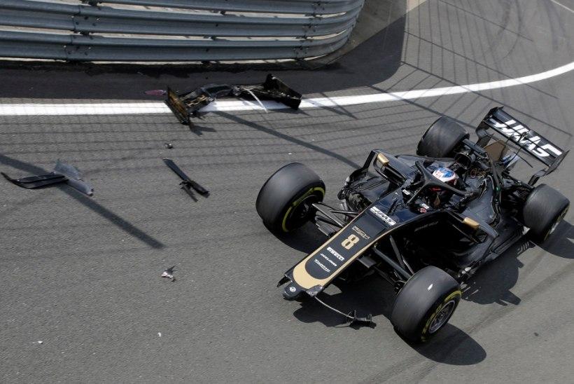 VIDEO | Absurdne avarii: F1 piloot ei suutnud aeglasel kiirusel masinat boksiteelt välja toimetada ja lõhkus esitiiva