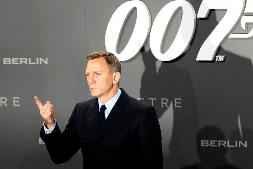 Leht: uues Bondi-filmis on agent 007 mustanahaline naine!