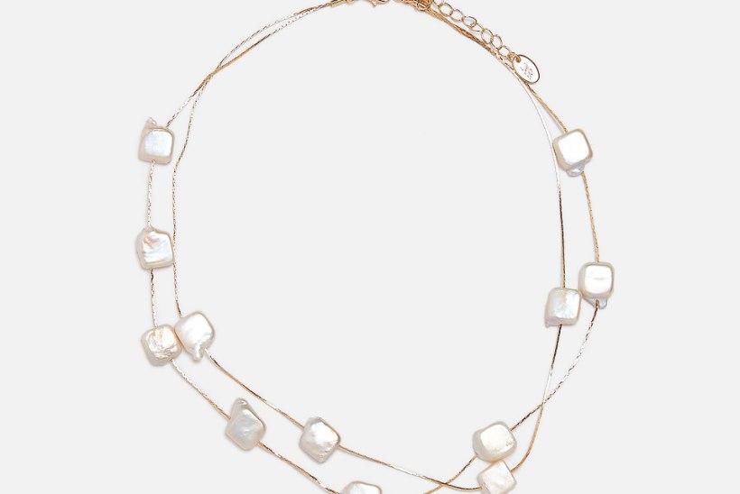 Näppa moenippe: kuninganna Elizabeth on pärlitele truu nii kõrvas, kaelas kui ka rinnas