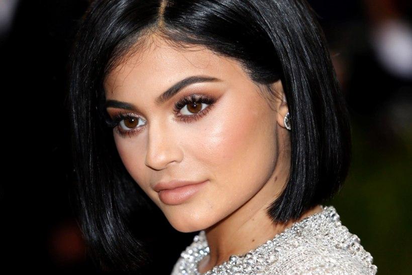 eddd4afe2be FOTOD | Kylie Jenner kandis hirmkalleid bikiine, mis on temast mitu aastat  vanemad!