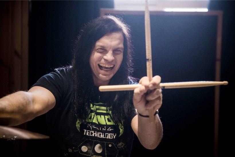 KUULA | Must Hunt tantsutab uue techno-kantri-metal singliga lausa kahes keeles