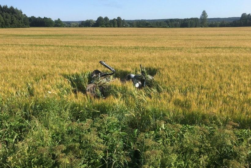 FOTOD | Viljandimaal hukkus teelt välja sõitnud mootorrattur