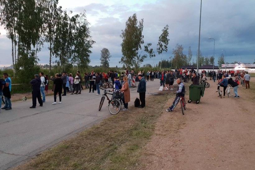 FOTOD | Saab ka nii! Osa rahvast kuulas Metallicat värava tagant