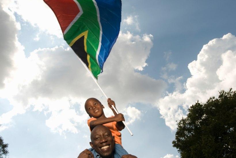 TUULE KÄES LEHVIV ERILINE KANGAS: maailma riigilippude kõige-kõige!