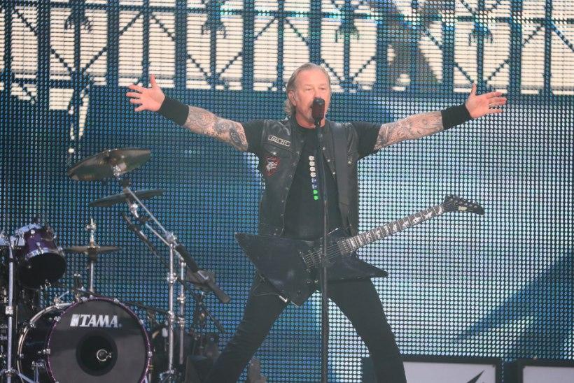 """VIDEO   Metallica üllatas kontserdil eestikeelse looga """"Insener Garini hüperboloid"""""""