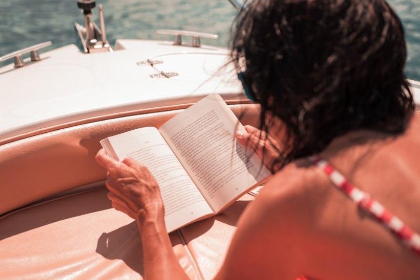 10 raamatut, mida võiksid suvepuhkuse ajal kindlasti lugeda!