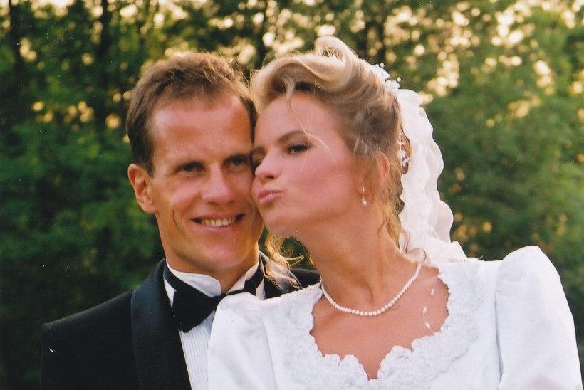 Ingrid ja Toomas Tõniste pidasid hõbepulma: vahetasime tseremoonia käigus hõbedast abielusõrmuseid