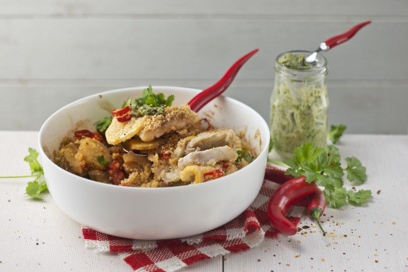 Ühepanniroog värske kartuli, krõbeda kala ja paksu ürdikastmega