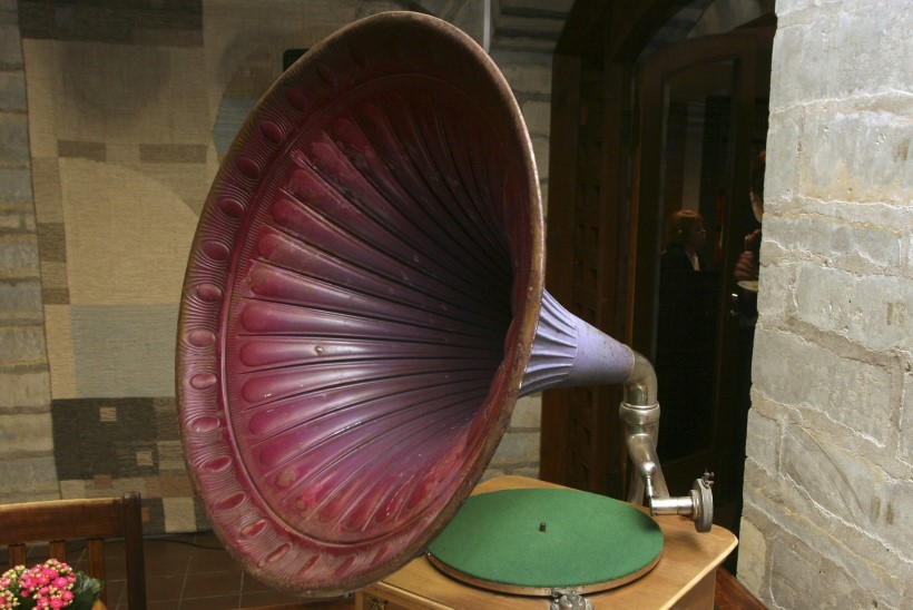Tõnis Erilaiu lehesaba | Kuidas sinine rattur grammofoni saatel kinni võeti