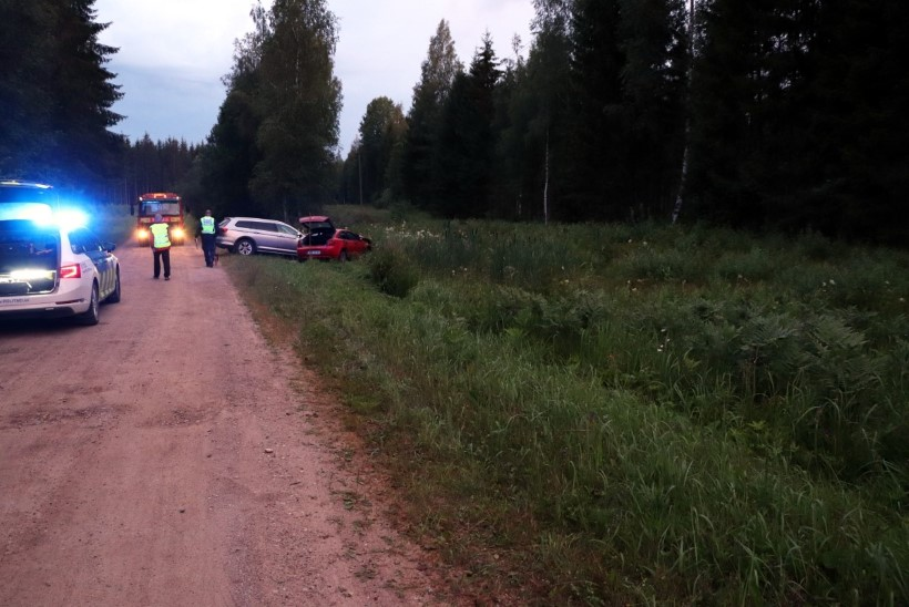FOTO JA VIDEOD | Filmilik jälitamine ja püssipauk: politsei püüdis kinni Läti noored, kes Eestis korduvalt vargil käisid