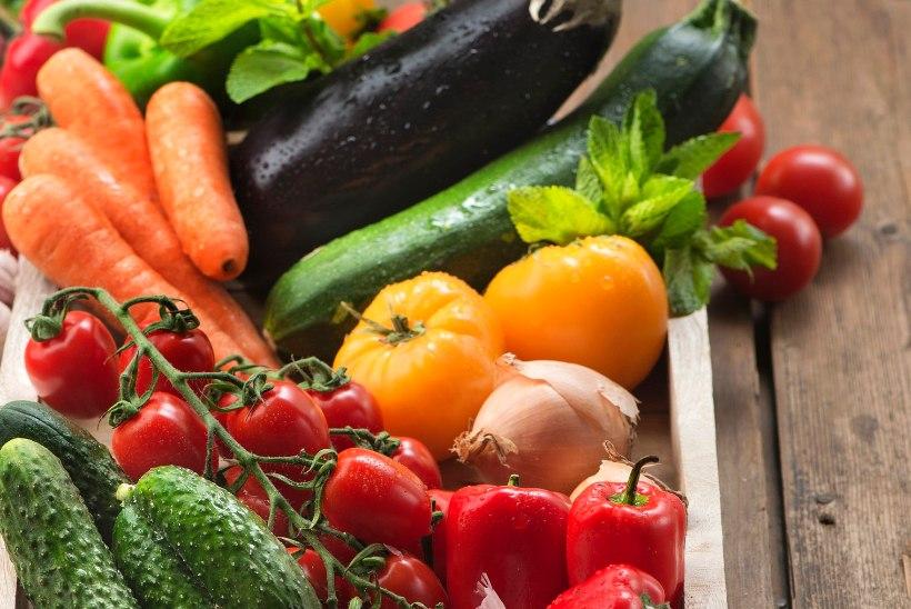 Küpsed viljad purki ja salatisse