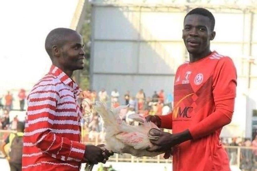 PRAKTILINE AUTASU! Hea mängu teinud jalgpallur sai fännilt kingituseks... kana