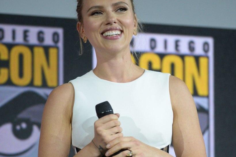 Scarlett Johansson näitas 400 000 dollarit maksvat kihlasõrmust