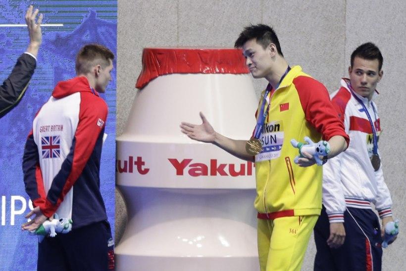 Dopinguplekiga maailmameister kostitas terava tiraadiga konkurenti, kes keeldus temaga poodiumi jagamast